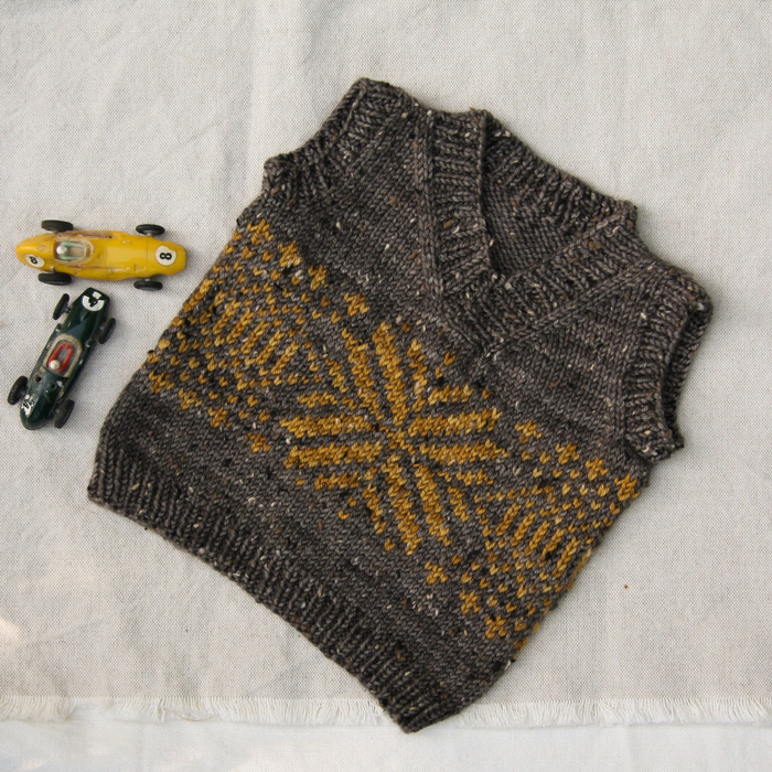 Peanut by Tincanknits in Bark and Old Town