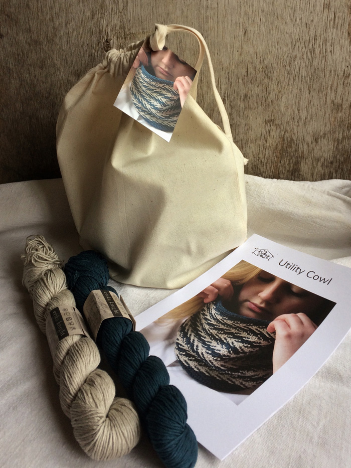 Two skeins of linen yarn, a pattern and a cotton bag